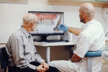 Zobni implantat